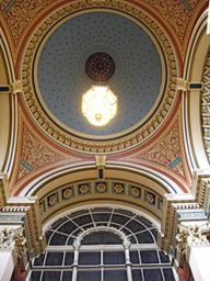 Entrance hall at Leeds Town Hall.jpg